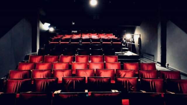 Affittasi sala teatrale