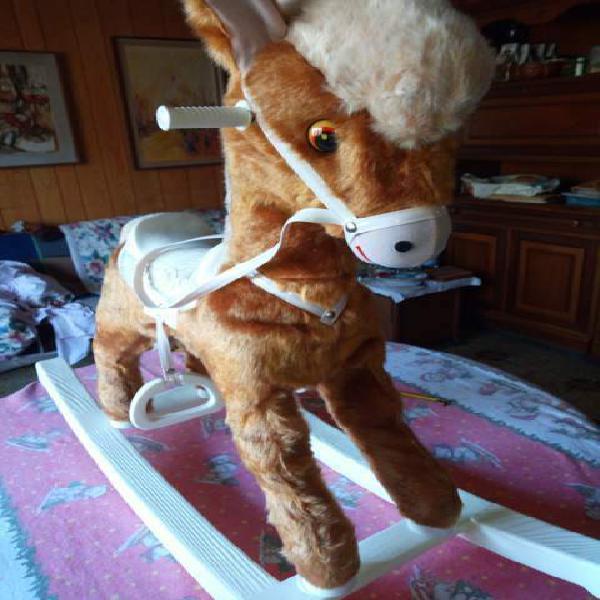 Cavallino a dondolo nuovo in morbido peluche
