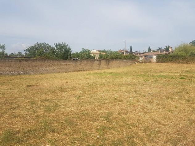 Terreno di 1000 m² in vendita a roma