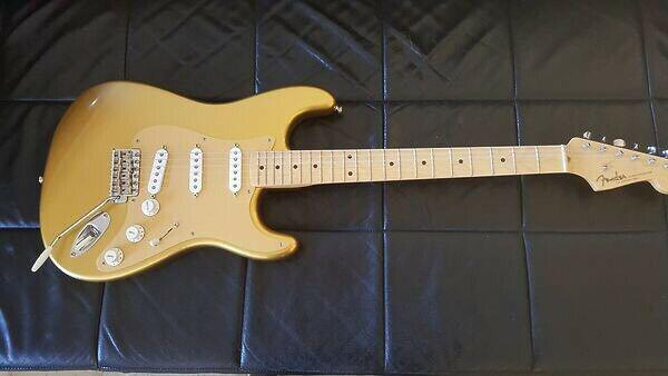 Fender stratocaster 50th anniversary gold