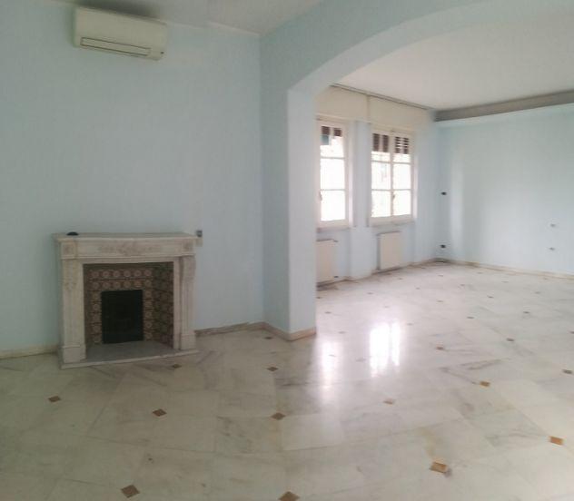 Stupendo alloggio su due livelli, in villa, ampio giardino,