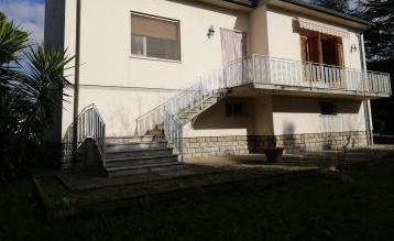 Villa a collesalvetti