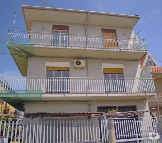 Appartamento luminoso 180 mq zona san giorgio (ct)