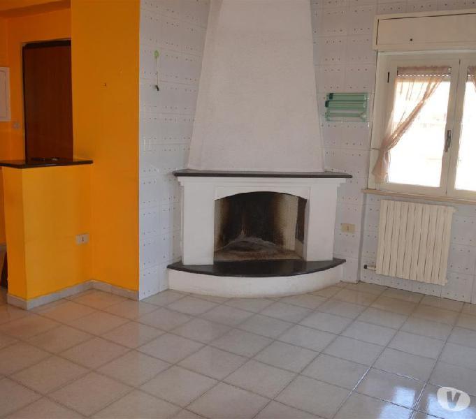 Appartamento in zona ben servita e soffitta anche uso studio