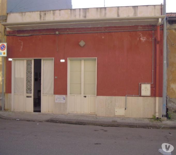 Belpasso casa indipendente con cortile e garage interno