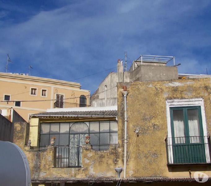 Lipari casa con terrazza,balconi,vicino al porto,cod.ve 171