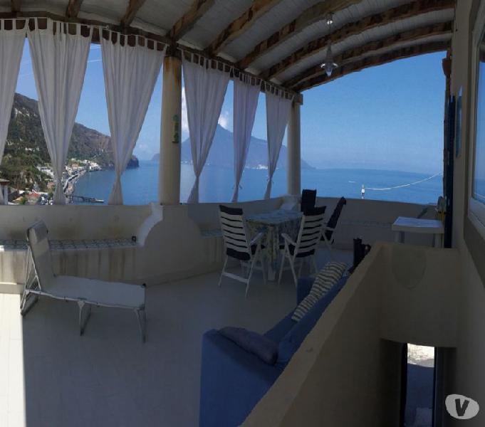 Lipari vendesi villa panoramica in zona balneare,turistica,