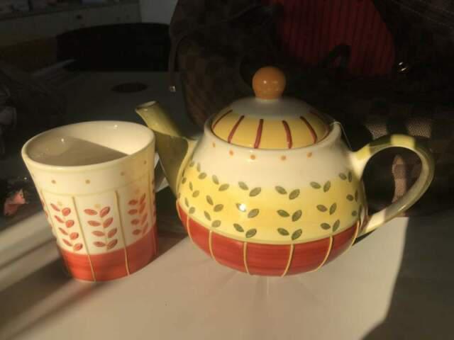 Servizio 6 tazze e teiera