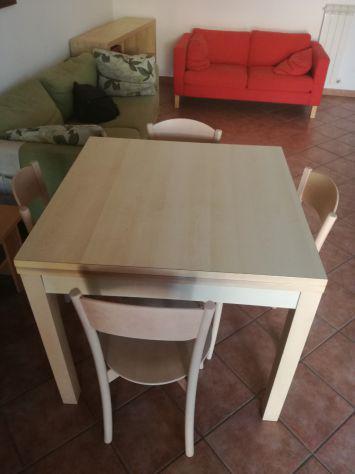 Tavolo soggiorno/cucina allungabile in legno + 4 sedie