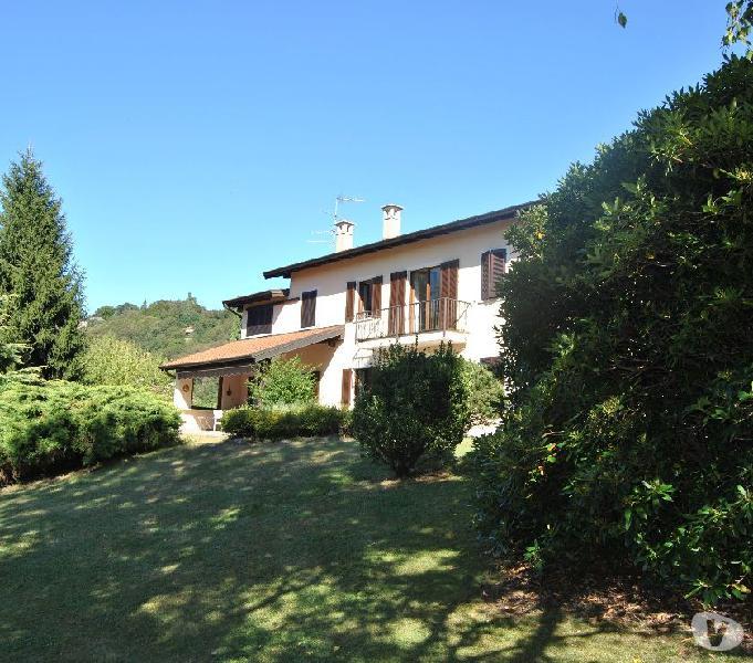 Villa ristrutturata ad orta s. giulio