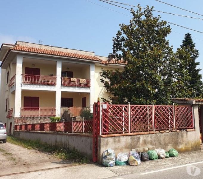 Villa su due livelli con 4000 mq di terreno saviano