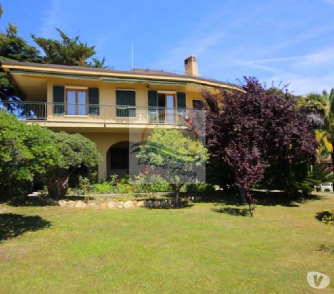 Iv1079 villa vista mare in vendita a bordighera.