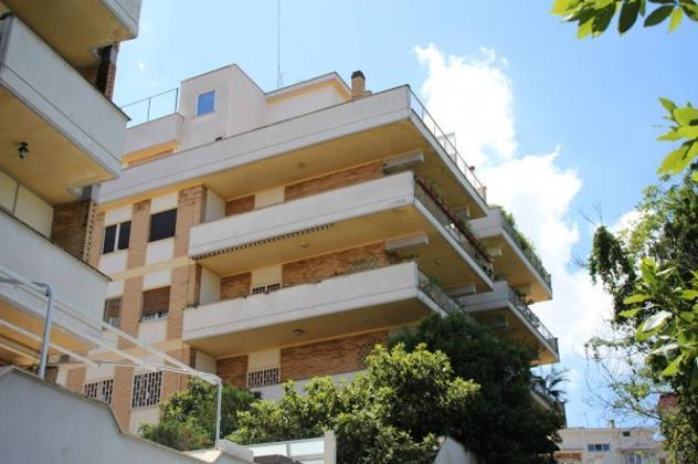 Appartamento di 204 m² con più di 5 locali e box auto in