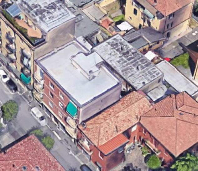 Box / garage di 115 m² con più di 5 locali e box auto in