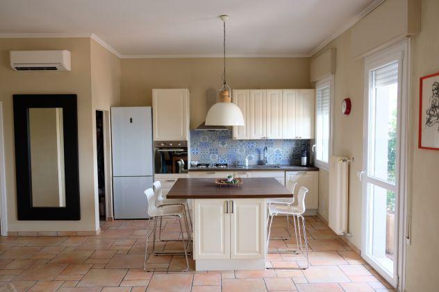 Rif. centro: luminoso appartamento arredato con cantina