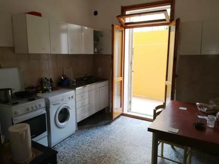 Alghero in via kennedy appartamento tre letto con cortile