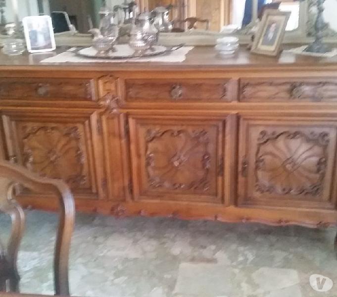 Credenza con specchiera tavolo e sedie stile barocco