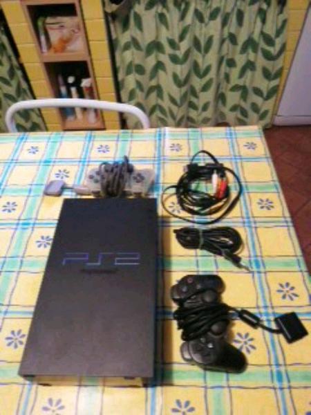 Consol sony ps2 nera con 2 controller e cavi