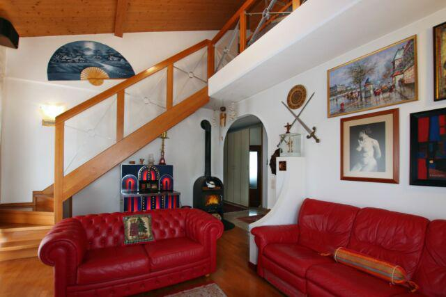 Grande appartamento soleggiato con mansarda, giardino e