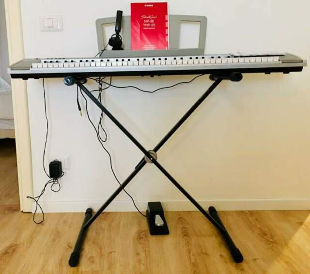 Pianoforte digitale yamaha portablegrand np-30