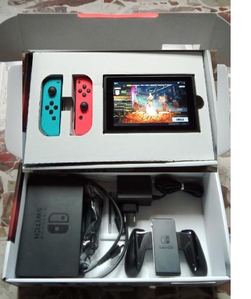 Varie console Nintendo pari alle nuove con giochi