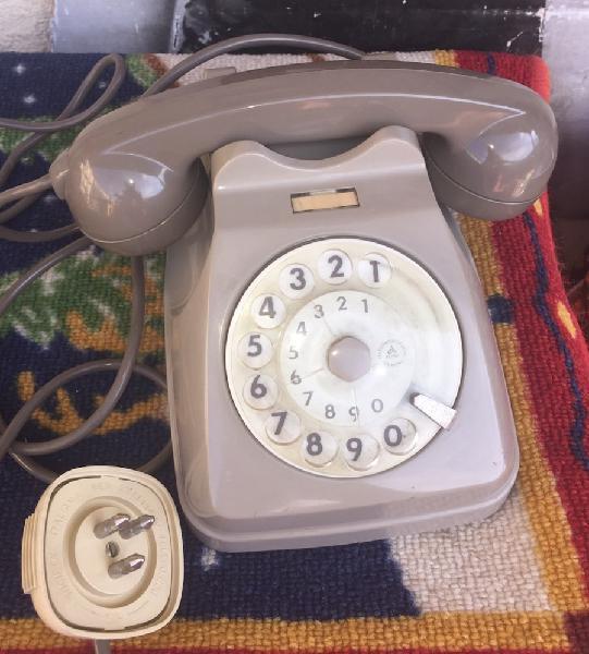 Vecchio telefono siemens a disco,con presa tripolare