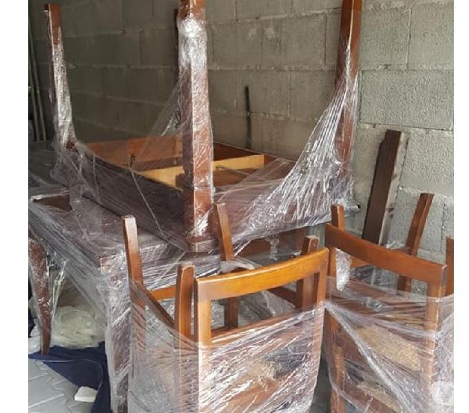 Vendesi 2 tavoli con 4 sedie