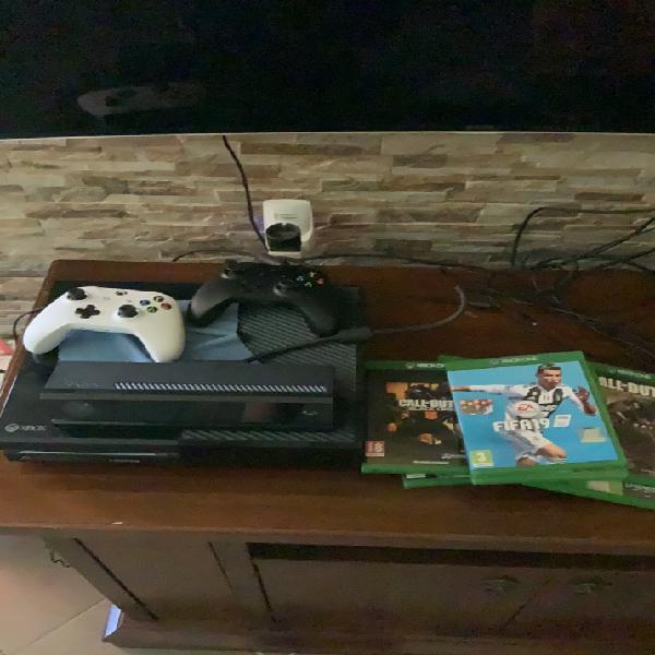 Xbox one 500gb + kinect + 2 controller + 7 giochi + cavo per