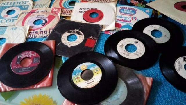 Collezioni dischi vinile e stock ex negozi