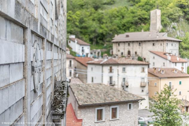 Delizioso bilivelli con camino e terrazzo panoramico