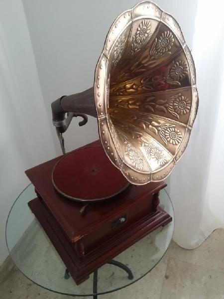 Grammofono funzionante antico compreso di dischi