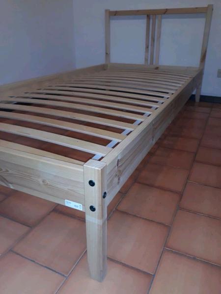 Ikea Base Letto.Base Doghe Letto Ikea Offertes Novembre Clasf