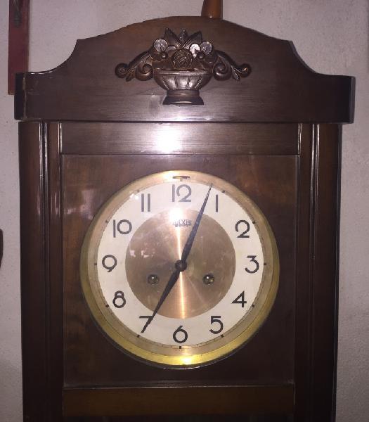 Orologio a pendolo da muro,celebre marca tulxis.suona ogni
