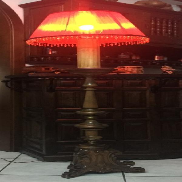 Piantana/lampada da terra in legno noce