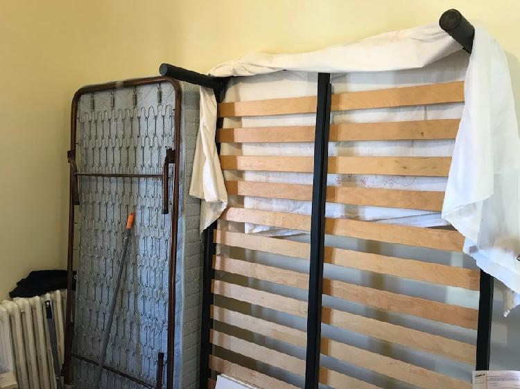 Prodotto Made in Italy Letto AD Una Piazza E Mezza in Ferro Colore Bianco con PEDIERA PREDISPOSTO per Rete con Piedini 120 X 190 CM Non Inclusa