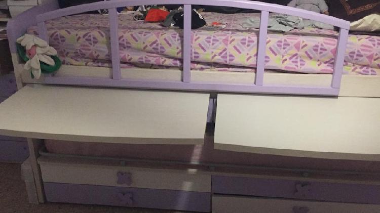 Struttura del letto a castello in legno bianco