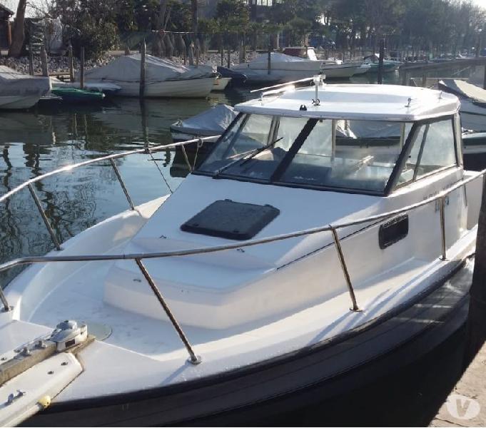 Barca walkaround cabinato pesca bayliner trophy
