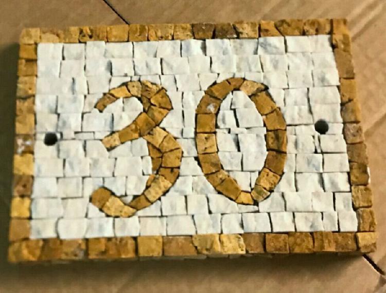 Numero civico in mosaico