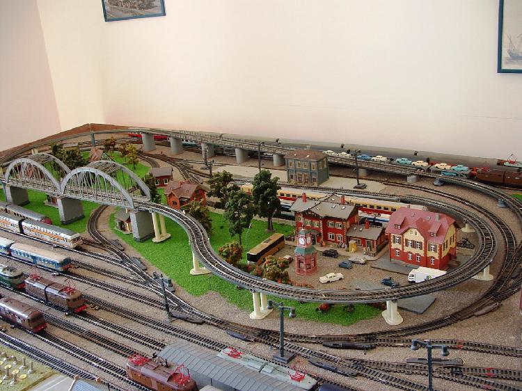 Vendo treni scala h0 marche rivarossi roco e altre.
