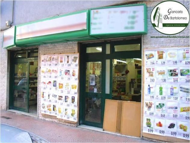 In affitto professionale negozio centro mq180