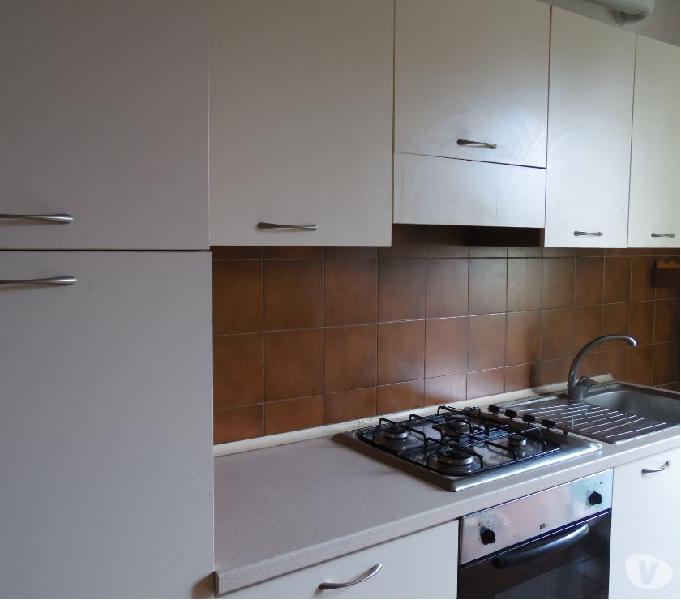 Cucina lineare colore chiaro