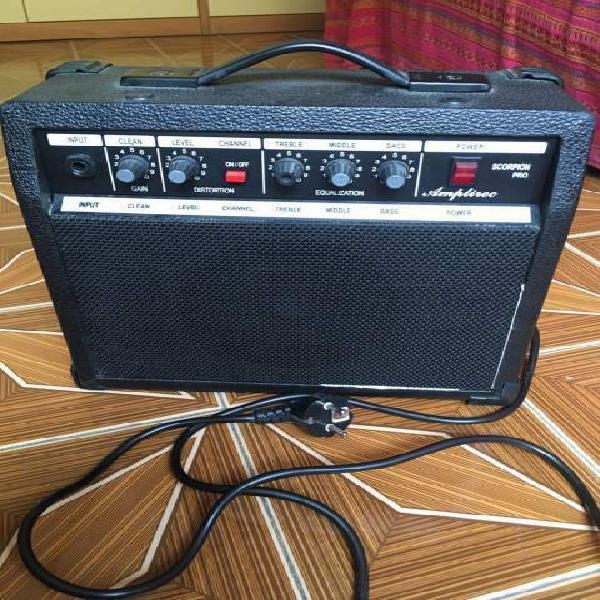 Amplificatore per chitarra elettrica 25 watts