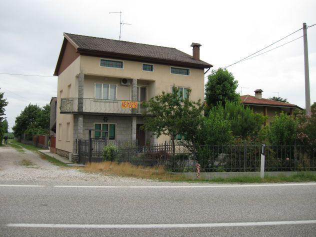 Casa con spazio per animali e terreno di mq. 1500