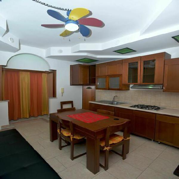 Appartamento elegante bivano ristrutturato con mobili nuovi