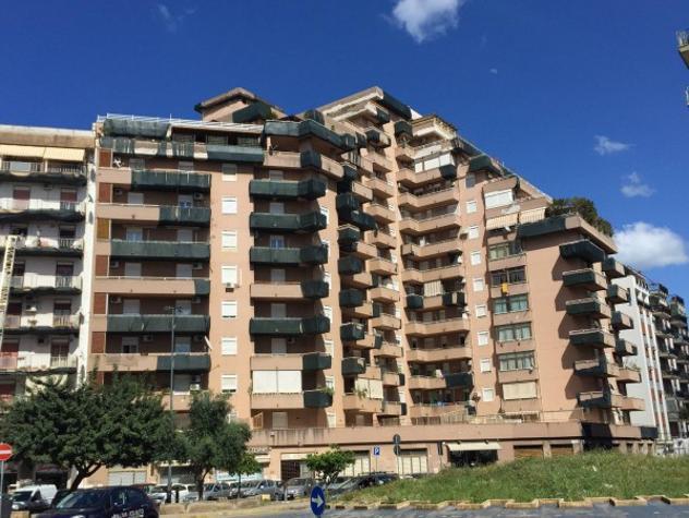 Appartamento di 129 m² con 5 locali in affitto a palermo