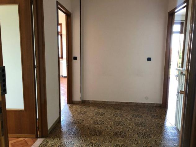 Appartamento di 80 m² con 4 locali e box auto in affitto a