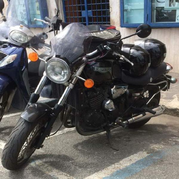 Moto triumph legend 900tt