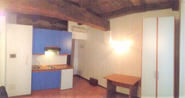 Privato in affitto monolocale centro storico 350 euro/mese