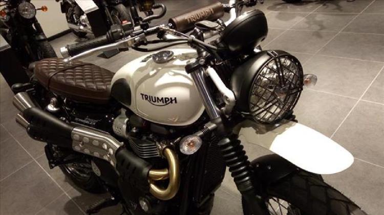 Triumph Street Scrambler 900 (2017 - 18) nuova a Genova