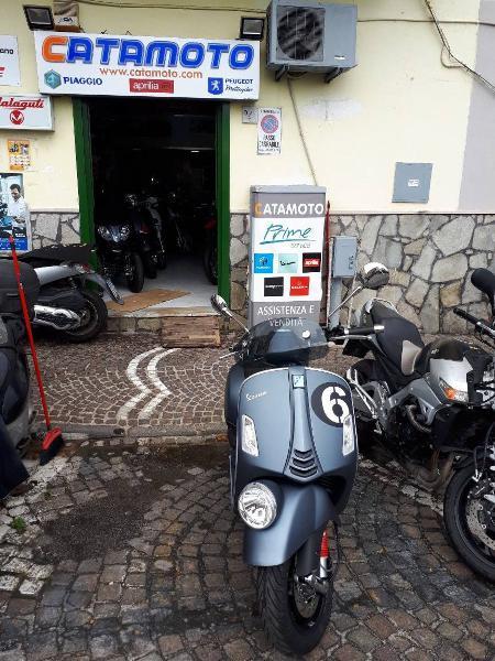 Vespa Sei Giorni 300 Hpe (2019) nuova a Napoli